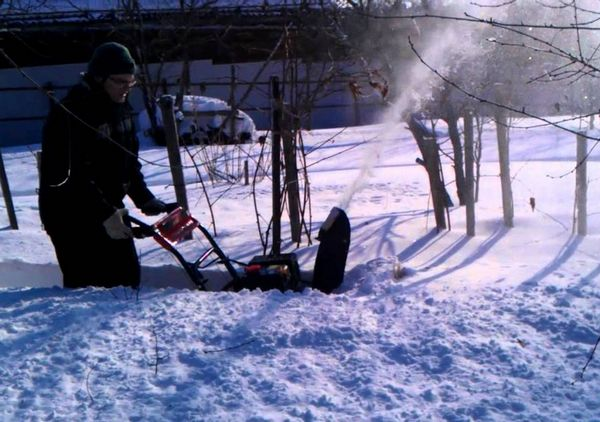Тест-драйв колесного шнекороторного снегоуборщика Ariens 1332 LE
