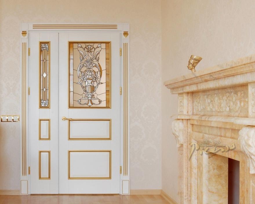 Распашные входные двери в интерьере