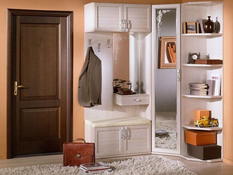 Элементы мебели в прихожей