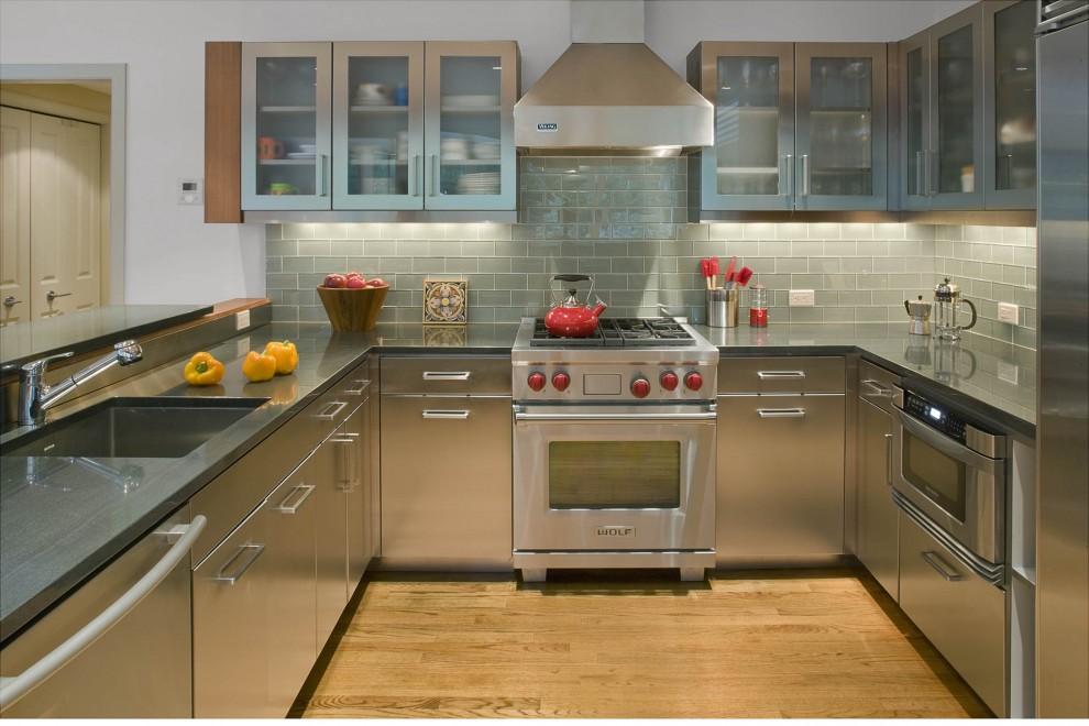 Металлическая кухонная мебель – необходимость современного интерьера