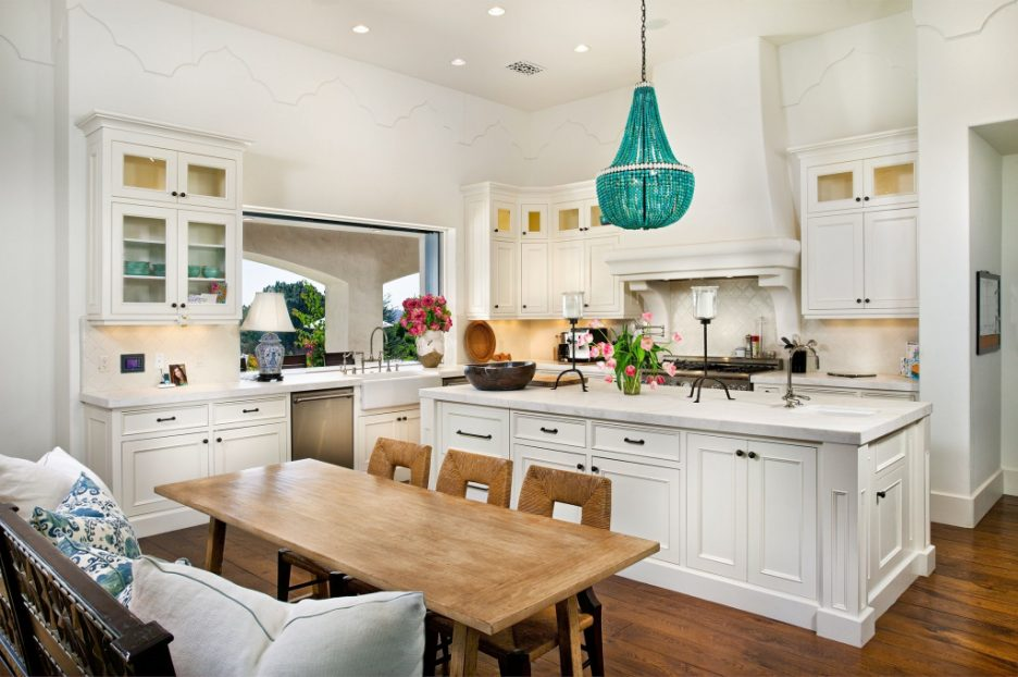 Люстры в интерьере кухни