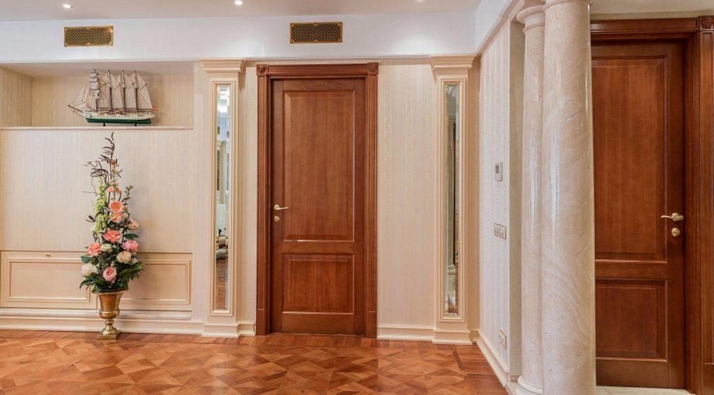 Что такое межкомнатные двери из массива?