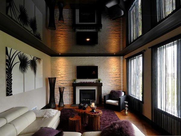 Полосатая гостиная: вариации оттенков натяжного потолка