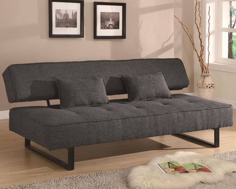 Акцент на маленьком диване