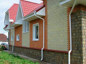 Отделка фасада загородного дома плиткой