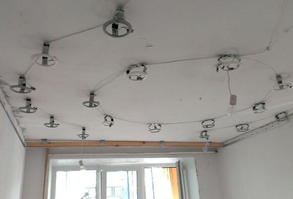 Ремонт потолка. Установка натяжного потолка и светильников